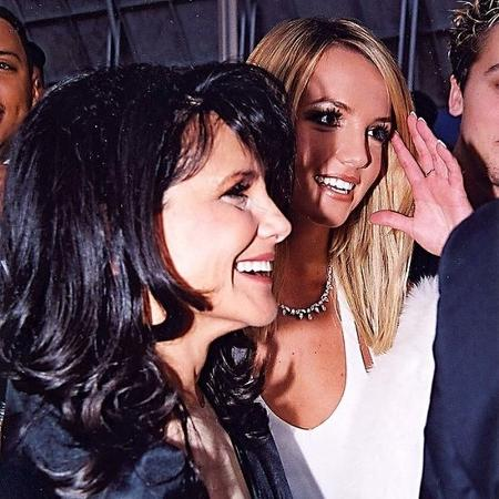 Lynne Spears e Britney Spears nos 2000 prêmios Grammy no Staples Center em Los Angeles - Jeff Kravitz/Getty Images - Jeff Kravitz/Getty Images