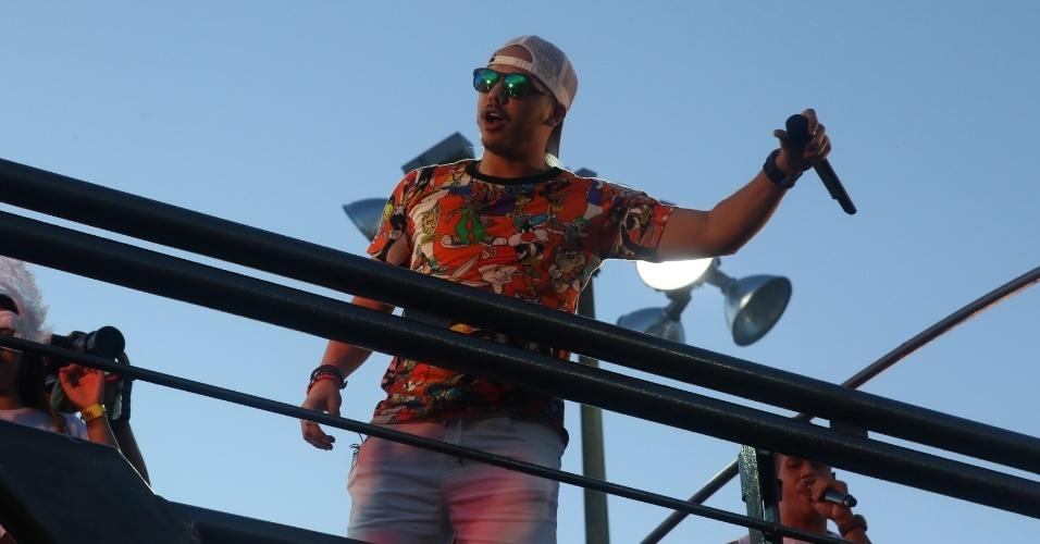 """Entre os hits, Wesley Safadão cantou """"Camarote"""", """"Sou Ciumento Mesmo"""" e """"A Dama e o Vagabundo"""" no trio Cocobambu, no circuito Barra-Ondina"""