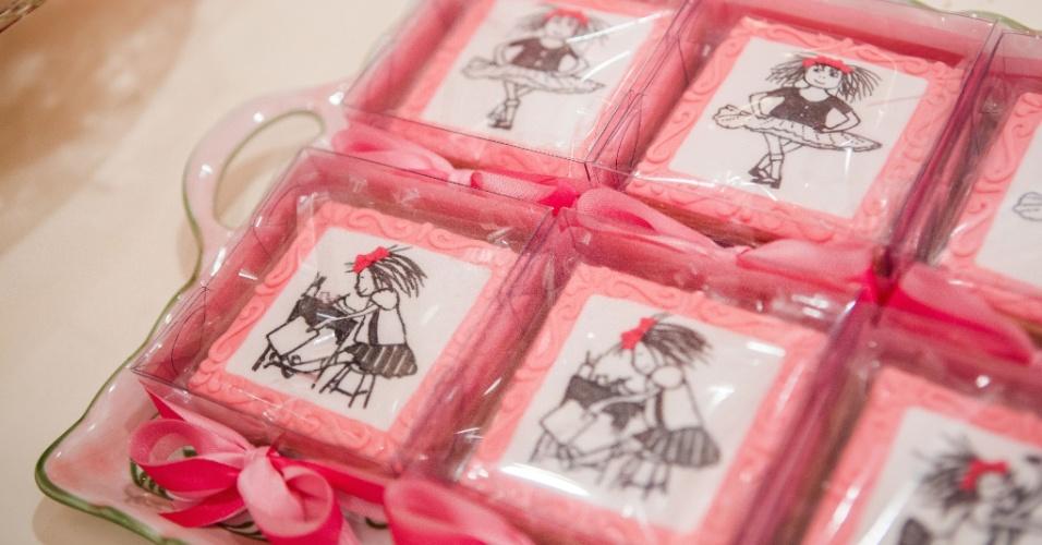 Biscoitos pintados à mão com desenhos da personagem Eloise, dos livros