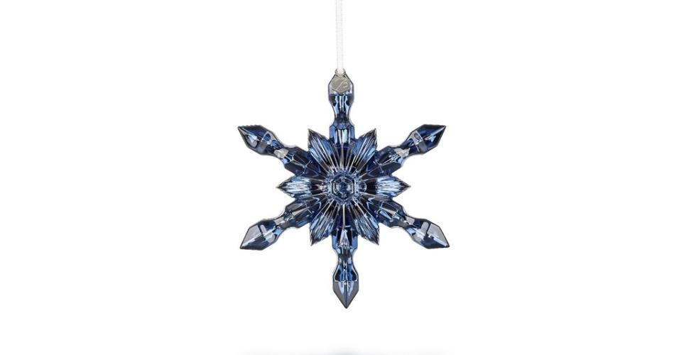 Azul foi a cor escolhida para a coleção 2016 da Baccarat (www.baccarat.com), marca fundada no século 18 e que virou sinônimo de cristal de luxo. O pendente de estrela é delicado e custa US$ 195 ou R$ 657,72 (cotação do dia 9.12.2016)