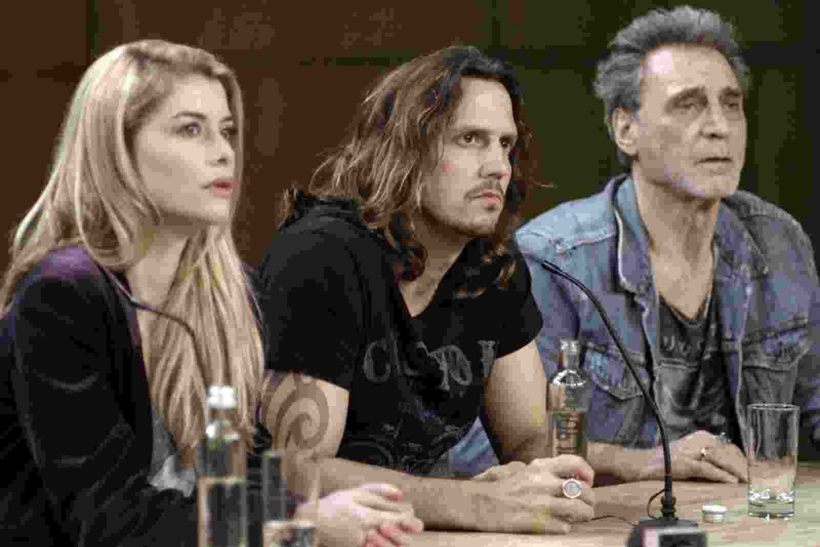 """Diana (Alinne Moraes), Gui (Vladimir Brichta) e Gordo (Herson Capri) durante entrevista coletiva em """"Rock Story"""" - Reprodução/GShow"""