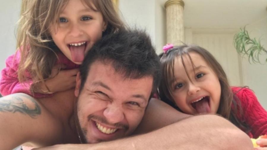 Bruno com as sobrinhas, Maya e Kiara - Reprodução/Instagram/brunoklb