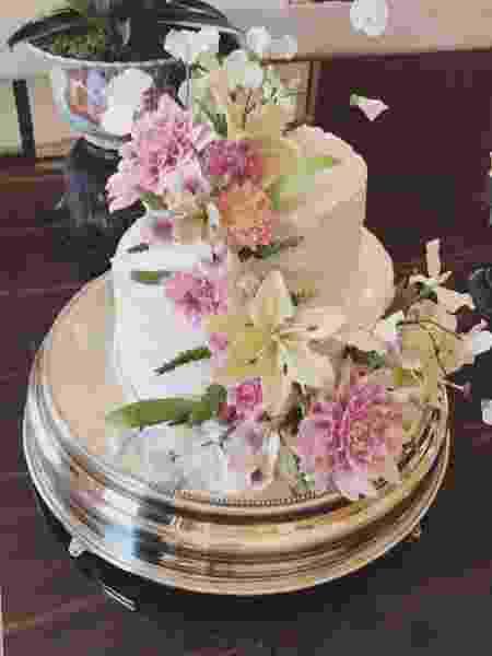 Marina mostra o bolo em comemoração ao seu casamento no civil - Reprodução/Instagram - Reprodução/Instagram