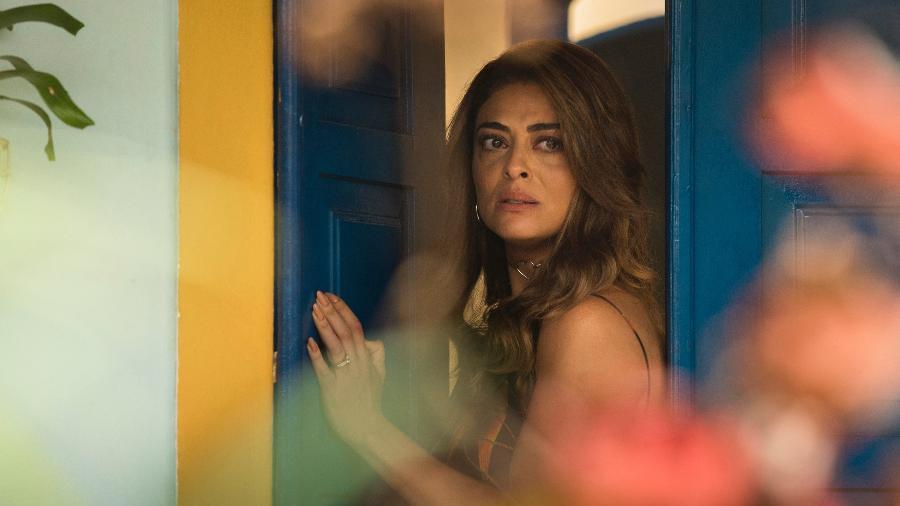 Bibi (Juliana Paes) vê Rubinho saindo algemado - César Alves / TV Globo