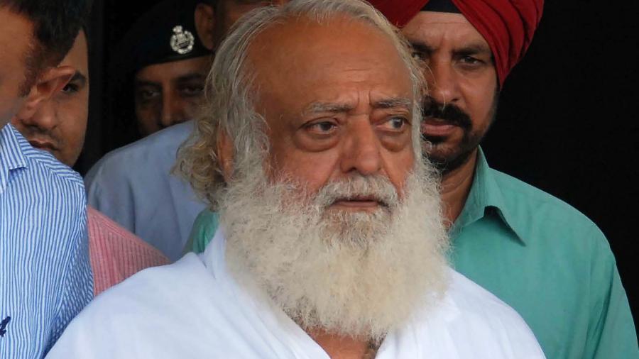 O guru Asaram Bapu, condenado por estuprar uma garota de 16 anos - AFP