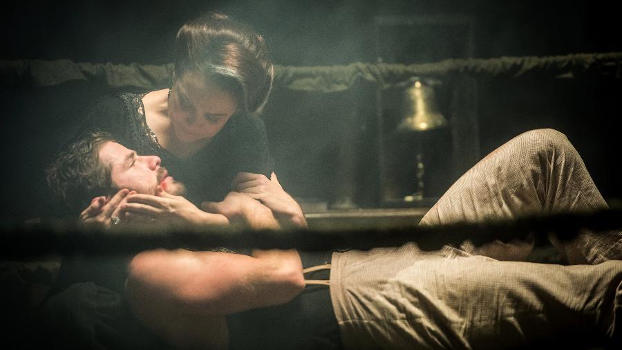 Julieta tenta acudir o filho - Raquel Cunha/Globo