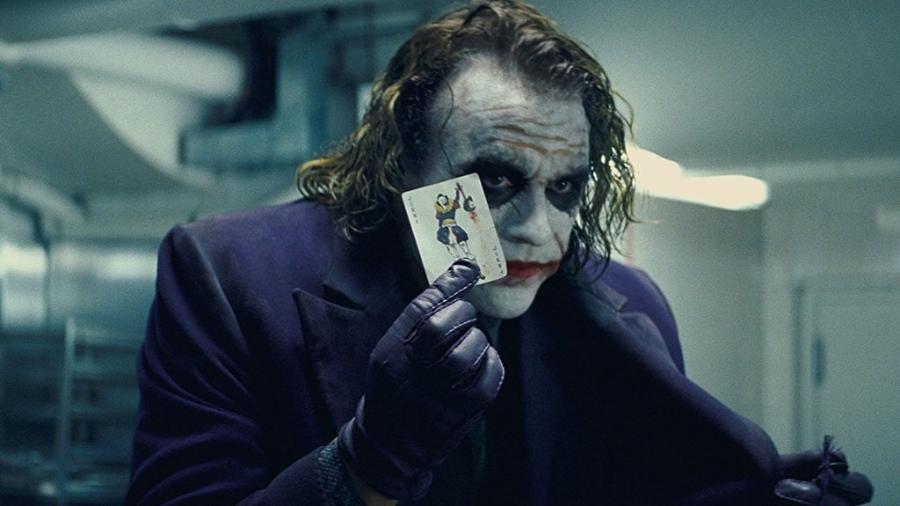 """Heath Ledger em cena de """"Batman: O Cavaleiro das Trevas"""" (2008) - Divulgação"""