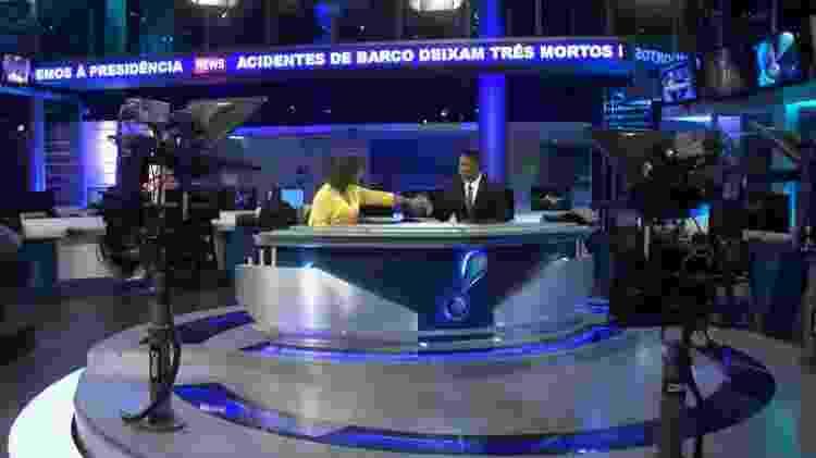 Luciana Camargo e Rodrigo Cabral comemora primeiro telejornal com dupla negra - Reprodução/RedeTV! - Reprodução/RedeTV!