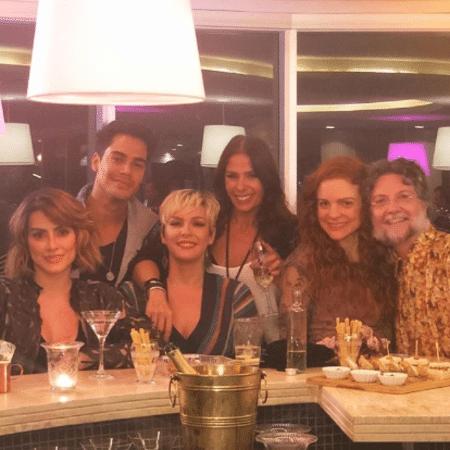Cleo, Micael, a aniversariante Regiane Alves, Adriane Galisteu, Maria Eduarda de Carvalho e Kiko Mascarenhas - Reprodução/Instagram