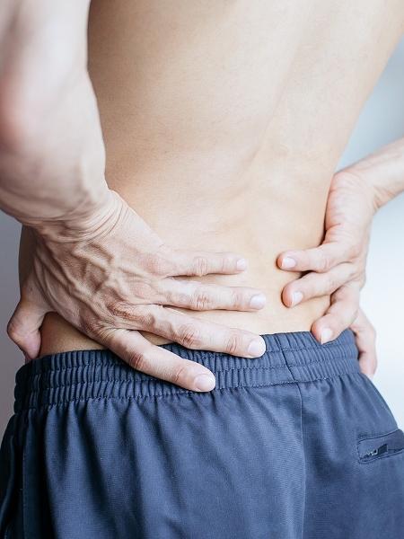 Dor lombar é um problema que costuma afetar pessoas sedentárias - iStock
