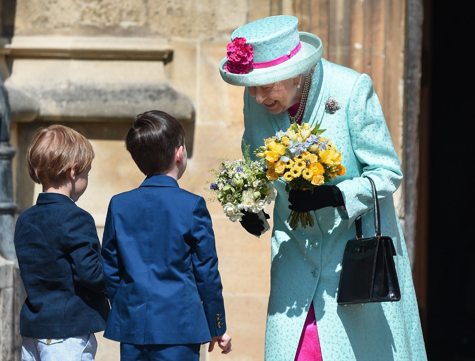 Afinal, por que a Rainha Elizabeth II tem dois aniversários por ano?