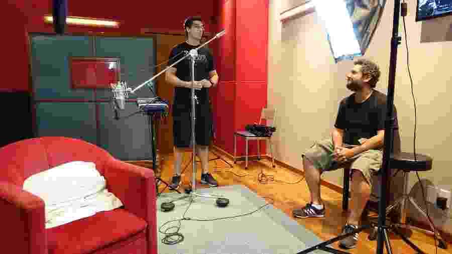 O diretor Daniel Ferro e o produtor Rafael Ramos durante gravação de Tudo Pela Música - Divulgação