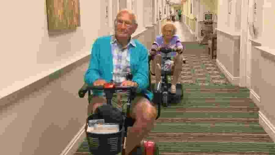 John e Phyllis Cook são centenários e se casaram numa casa de repouso em Ohio, EUA - Reprodução/CNN