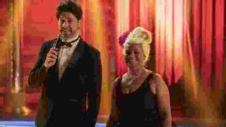 Rodrigo Faro e Gaga de Ilhéus encarnam Bradley Cooper e Lady Gaga no palco do Hora do Faro - Edu Moraes/Divulgação