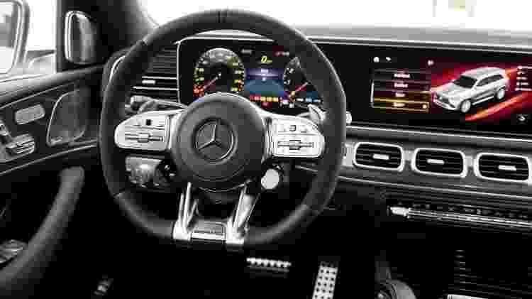 Cabine traz volante revestido de Alcantara e toda a sofisticação das demais versões do GLS - Divulgação