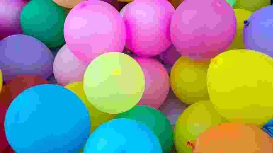 Quando um balão explode, ele espalha partículas de látex - BBC
