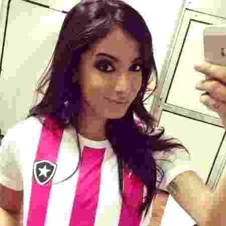 Anitta já ganhou uma camisa do Botafogo após show no clube - Reprodução/Instagram