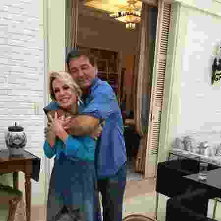 Ana Maria e Johnny Lucet na cerimônia de casamento - Reprodução/Instagram - Reprodução/Instagram
