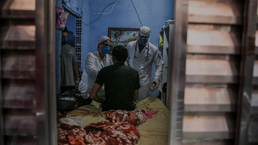 Atendimento médico domiciliar em Paraisópolis, foto de Alexandre Schneider para a Getty Images  - Alexandre Schneider/Getty Images