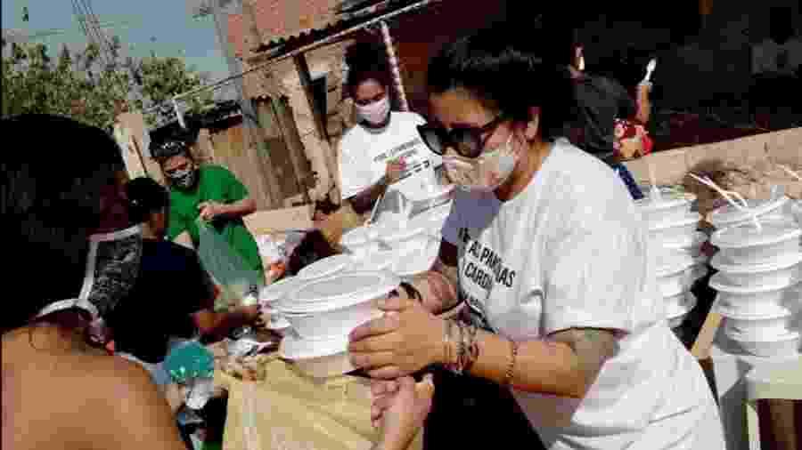 Vivi Torrico faz entregas de marmitas veganas pelo projeto Solidariedade Vegan - Divulgação