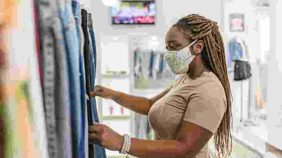 O setor de vestuário é o que mais sente os efeitos da falta de insumos e componentes - Getty Images