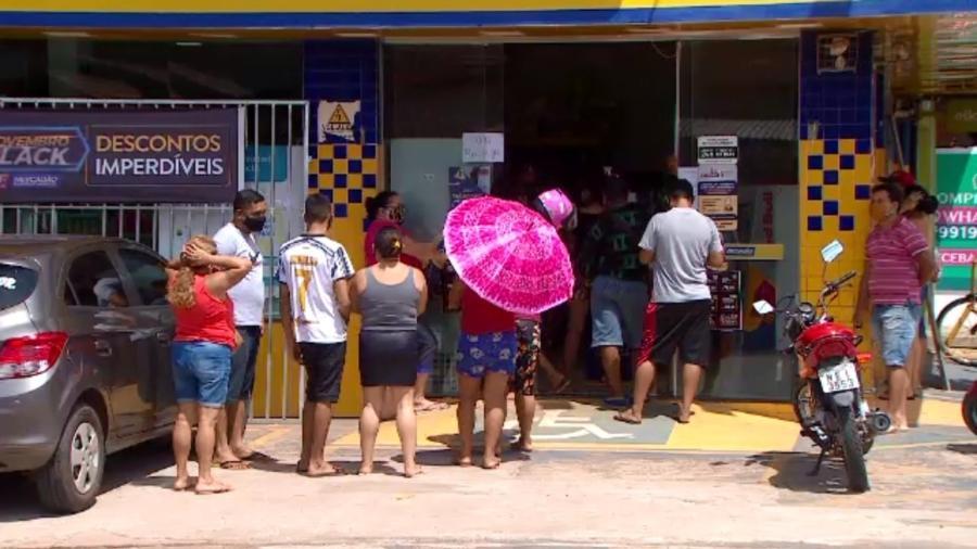 MACAPA, AMAPA, 8-11-2020  -   Fila para sacar dinheiro em caixa eletronico no centro de Macapa - Nixon Franck/Rede Amazônica/Folhapress