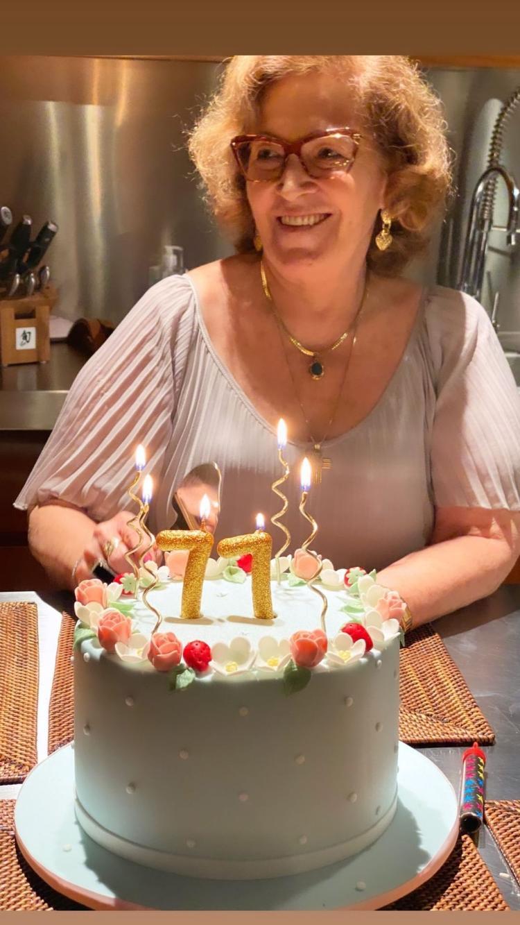 https://conteudo.imguol.com.br/c/entretenimento/e0/2021/03/05/angelica-celebra-o-aniversario-da-mae-1614944372439_v2_750x1.jpg