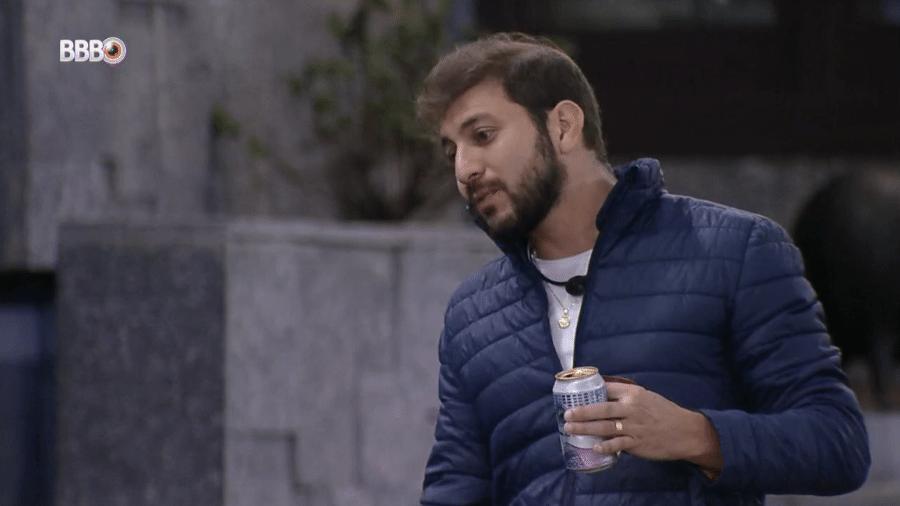 BBB 21: Caio conversa com Fiuk no jardim - Reprodução/Globoplay