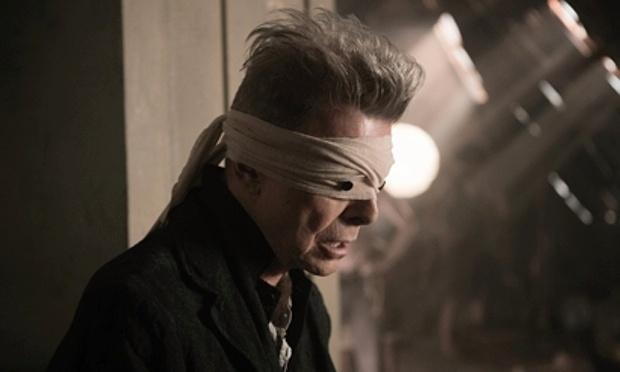 """Davie Bowie em cena do videoclipe de """"Blackstar"""", que estará em seu próximo disco de estúdio"""