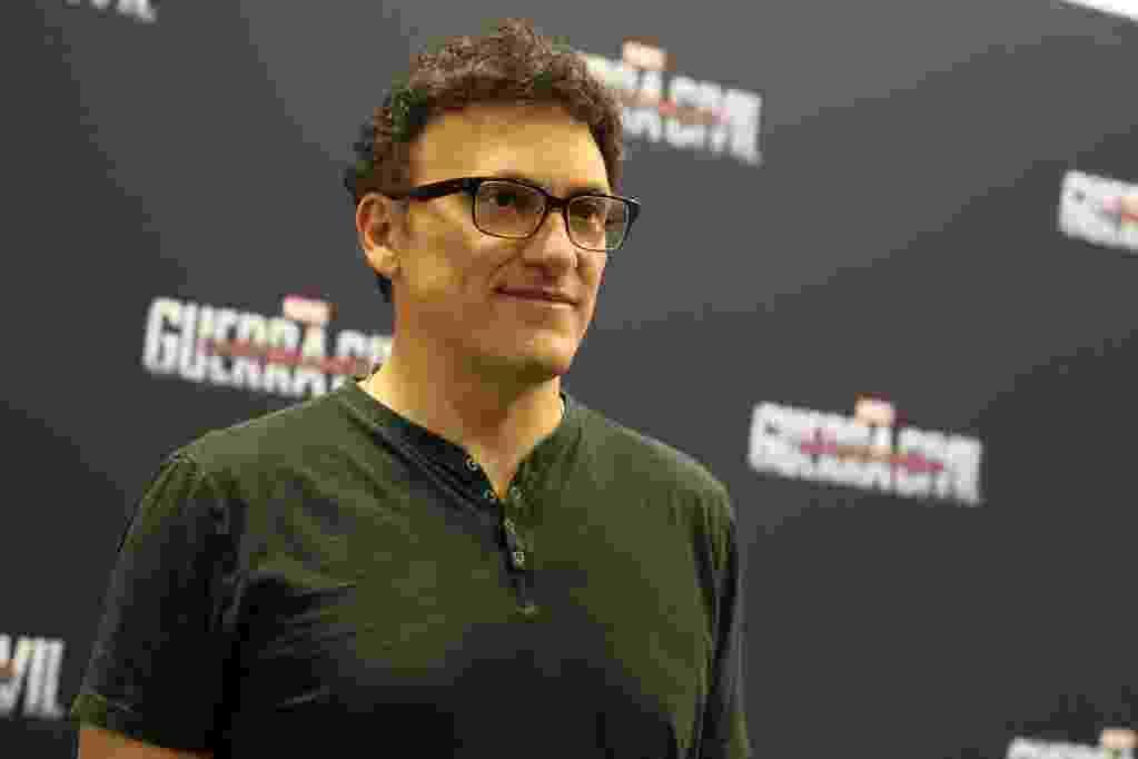 """5.dez.2015 - O diretor Anthony Russo veio ao Brasil para falar do filme """"Capitão América: Guerra Civil"""" na Comic Con Experience - Reprodução/Twitter/MarvelBR"""
