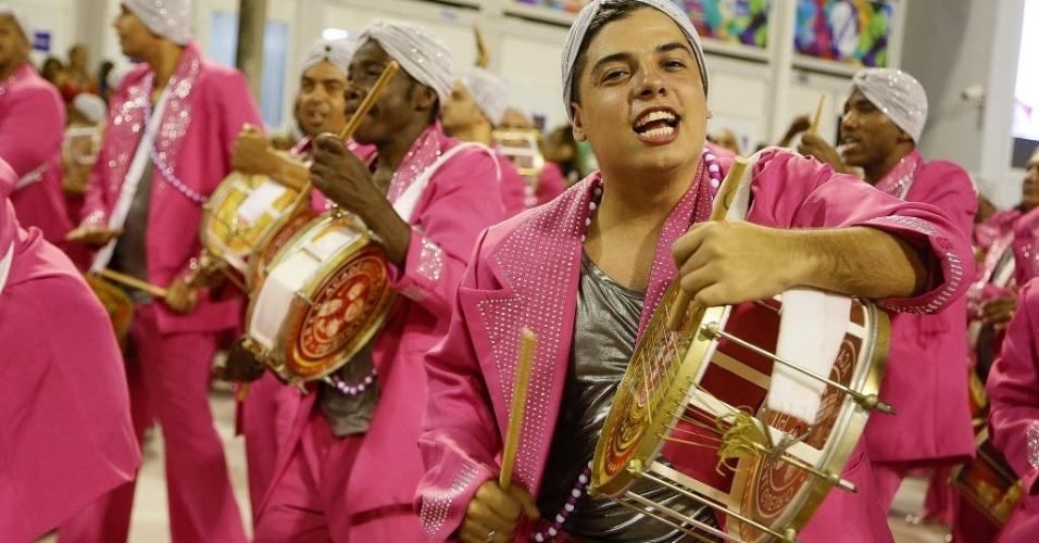 13.fev.2016 - A bateria Furiosa do Salgueiro, que ficou em quarto lugar no Carnaval, durante o desfile das Campeãs