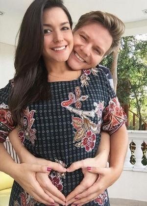 Thais e Teló estão radiantes com a chegada da primeira filha do casal  - Reprodução/Instagram/@micheltelo