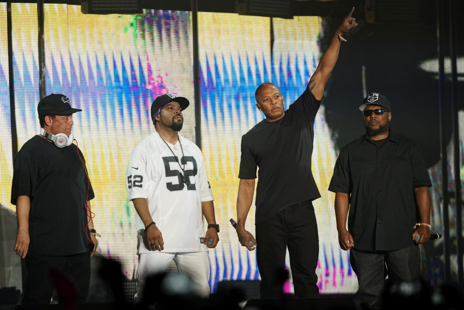 23.abr.2016 - Os rappers Ice Cube e Dr. Dre, uma das atrações mais esperadas do festival