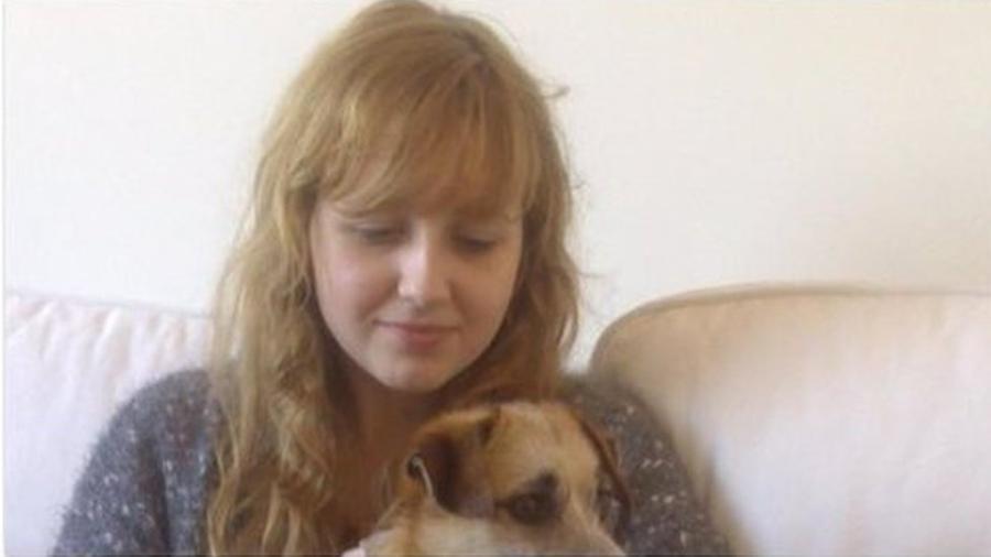 Émilie se matou aos 17 e trechos de seu drama pessoal, registrados em um diário, foram divulgados na semana passada - La Voix du Nord