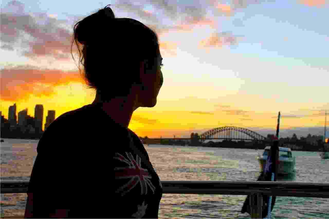 A brasileira Sabrina Nogueira trabalha como stewardess, espécie de comissária de borda de iates. Como mora no barco, em seu tempo livre, ela aproveita para conhecer vários lugares, como Austrália (foto), Nova Zelândia e Salmoa - Arquivo pessoal