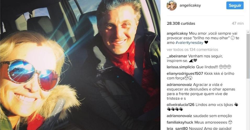 """Angélica compartilhou uma foto com os olhos literalmente brilhando para se declarar ao marido, Luciano Huck, no Valentine's Day. """"Meu amor, você sempre vai provocar esse 'brilho no meu olhar'  te amo"""", escreveu"""