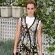 Emma Watson leva moda da camiseta por baixo do vestido a patamar de luxo - Getty Images