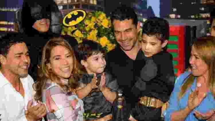 Zezé Di Camargo e Zilu com a filha Wanessa, o genro Marcus Buaiz e os netos João Francisco e José Marcus - Reprodução/Instagram/wanessa
