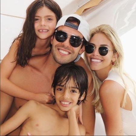 Carol Dias e Kaká com os filhos dele, Bella e Lucca - Reprodução/Instagram