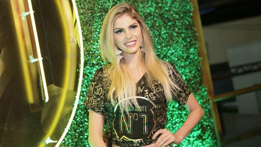 Bárbara Evans marca presença no camarote CarnaUOL RJ/N1, localizado no ponto mais privilegiado da Marquês de Sapucaí - Gianne Carvalho/UOL