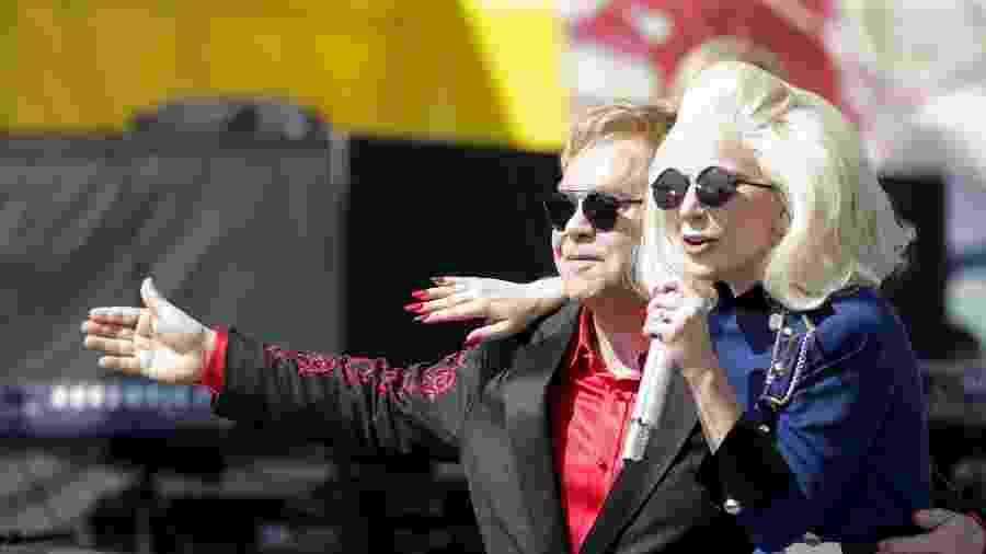 Elton John e Lady Gaga se apresentam ao vivo em Hollywood, em 2018 - REUTERS/Jonathan Alcorn