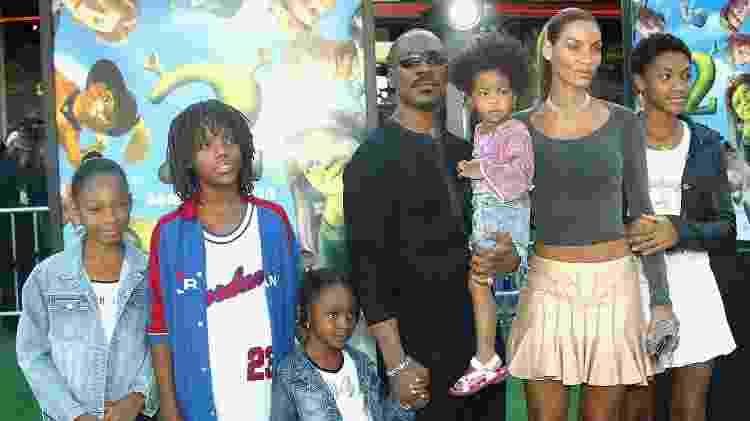 Na foto de 2004, Eddie Murphy com Nicole e seus cinco filhos - Frederick M. Brown/Getty Images - Frederick M. Brown/Getty Images