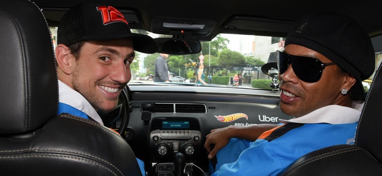 Ronaldinho no banco do carona: astro participou de ação com piloto da stock Lucas Foresti - Murilo Góes/UOL