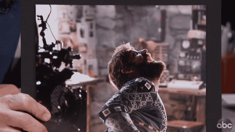 """John Krasinski usa roupa especial para filme o monstro de """"Um Lugar Silencioso"""" - Reprodução - Reprodução"""