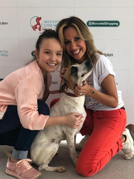 Larissa Manoela (à esq.) posa com Luísa Mell e com a cachorrinha Vitória Regina - Reprodução/Instagram