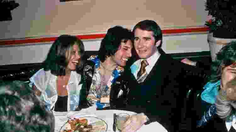 Freddie Mercury e John Reid durante festa em 1977 - Richard Creamer/Michael Ochs Archives/Getty Images