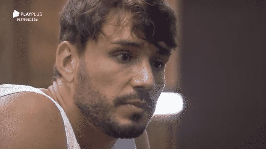 Lucas conversa com Thayse sobre fim de namoro com Hari - Reprodução/PlayPlus