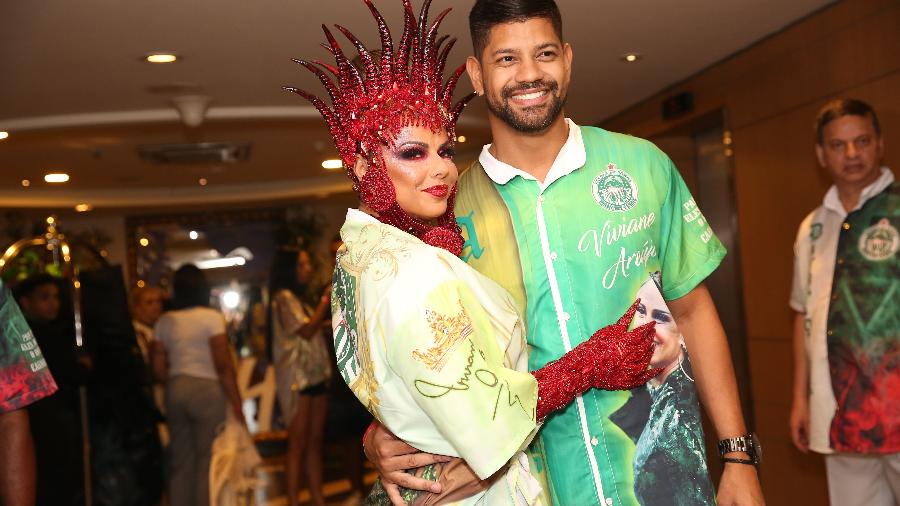 Viviane Araújo e o namorado Guilherme Militão, que também desfilará  - Iwi Onodera/UOL