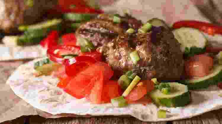 No espeto, no pão, em forma de bolinhas, kafta é uma delícia das Arábias - Getty Images - Getty Images