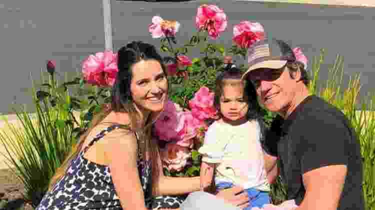 Carlos Machado ao lado da mulher, Ivy, e da filha, Luna - Reprodução/Instagram